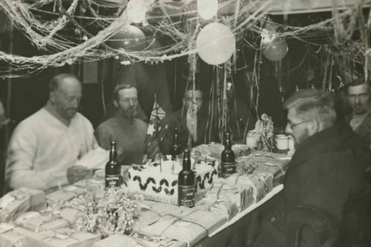 Christmas Day in the Antarctic Circle, 1929