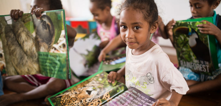 Picture of Papua New Guinean girl reading