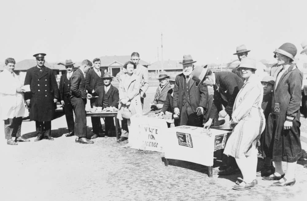 Voting taking place during the Referendum on licensing of Hotels, Canberra Election, 1928, Canberra