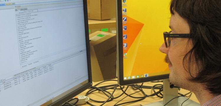 Robin looking at a computer