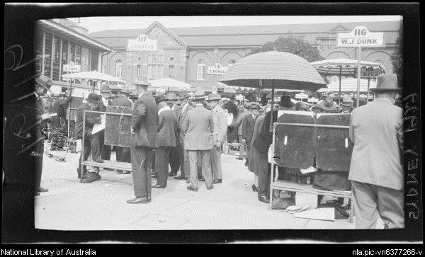 Crowd at bookmaker stalls outside the Randwick Racecourse tote building, Sydney, 1 April 1929