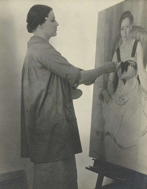 Nora Heysen painting a portrait