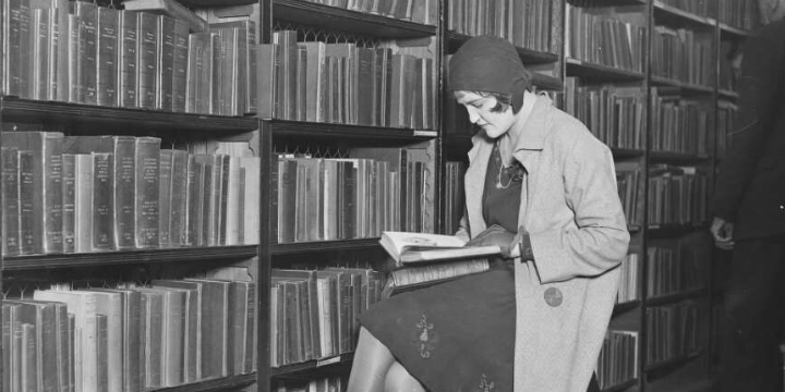 Woman reading in the Municipal Library