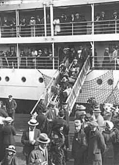 Detail from Disembarking from a ship, Adelaide, ca 1910