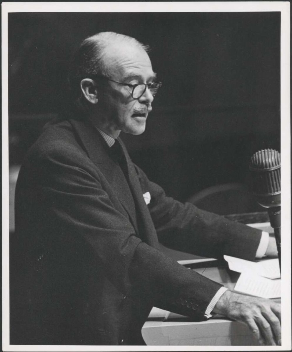 Image of Mr R. G. Casey addressing the UN General Assembly